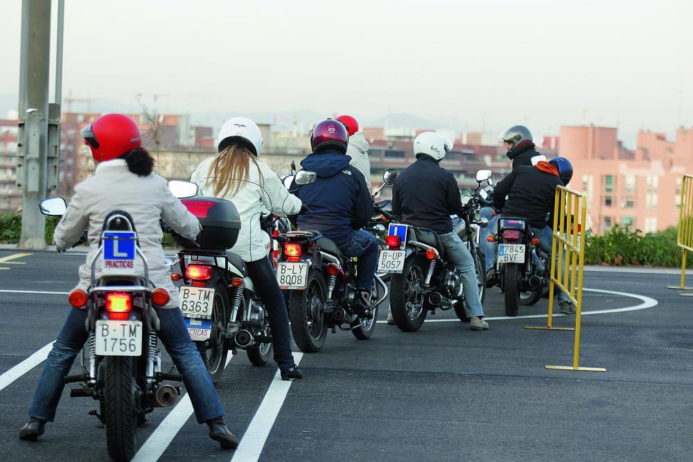 Carnet de moto en Valencia - Autoescuela Universitaria